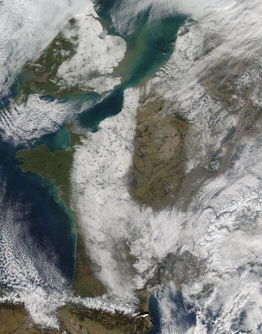 Pokrywa śnieżna we Francji (NASA/MODIS)