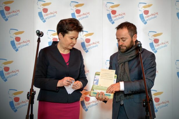 Skrzynka zostawiona przez władze Warszawy UM Warszawa