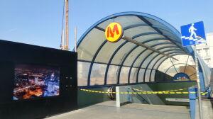 Wejście do metra zamknięte na rok? Chcą je przyłączyć do placu budowy