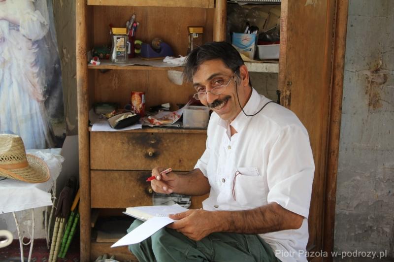 Hamid, opiekun polskiego cmentarza w Teheranie