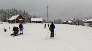 """""""Tutaj śnieg gwarantujemy"""". Coraz więcej turystów w Jakuszycach"""